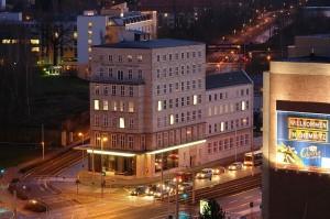 800px-Chemnitz-Gunzenhauser-night